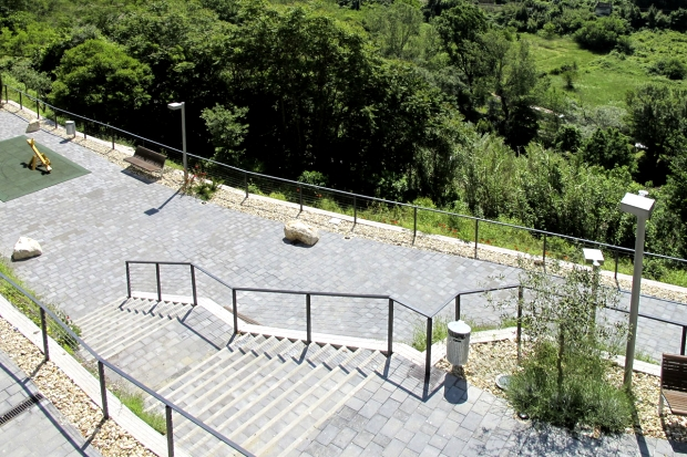 the path of the park and the panoramic views