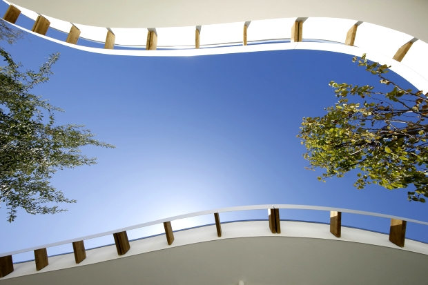 View of the canopy of the outdoor courtyard  (© Alessandro Peralta - Ales&Ales)
